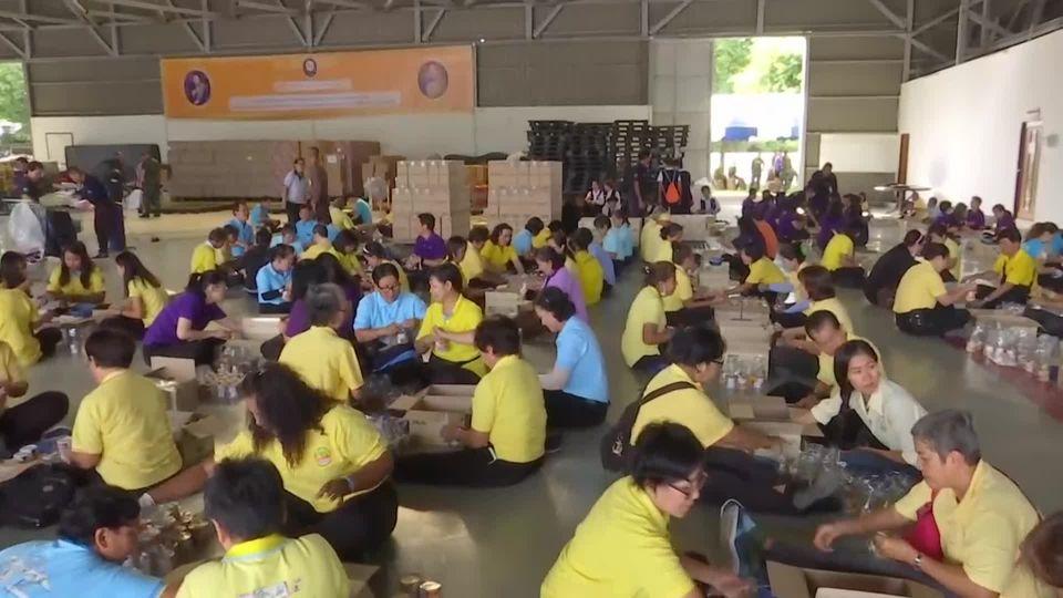 มูลนิธิอาสาเพื่อนพึ่ง ภาฯ ยามยาก สภากาชาดไทย บรรจุถุงยังชีพพระราชทาน นำไปช่วยเหลือผู้ประสบอุทกภัยในพื้นที่ภาคตะวันออกเฉียงเหนือ