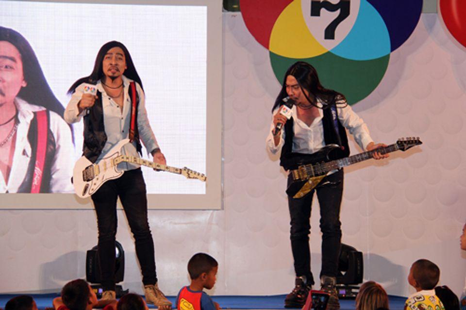 """""""อั้ม พัชราภา"""" นำทีมมอบความสนุกให้แฟนๆ 7 สี ถิ่นอีสาน ในกิจกรรม 7 สี เอชดี เฟสติวัล 7 HD Festival"""