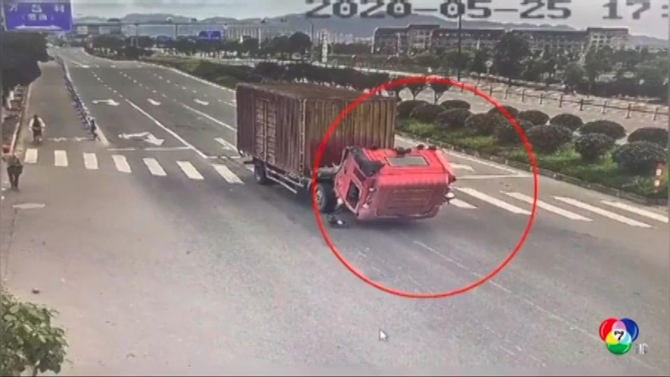 รถบรรทุกเบรกกะทันหัน จนหัวรถหล่นลงไปกระแทกพื้นในจีน