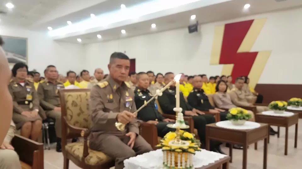 องคมนตรี ไปติดตามพระนิสิตทุนในโครงการทุนเล่าเรียนหลวงสำหรับพระสงฆ์ไทย และเป็นประธานในพิธีแสดงพระธรรมเทศนาเฉลิมพระเกียรติฯ