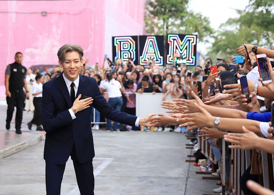 นิชคุณ-แบมแบม นำทัพศิลปินร่วมรายการ เดอะ บลู คาร์เพท โชว์ ฟอร์ ยูนิเซฟ ระดมทุนช่วยเหลือเด็กทั่วโลกยอดทะลุ 32 ล้าน!!