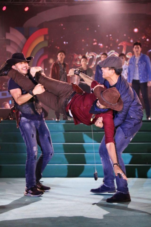 """บิ๊กเอ็ม-เข้ม-นาว-นำทัพนักแสดงช่อง 7HD  จัดเต็มความสนุกสนั่นเวทีใน """"7สีคอนเสิร์ต ออนทัวร์"""" จ.อุบลราชธานี"""