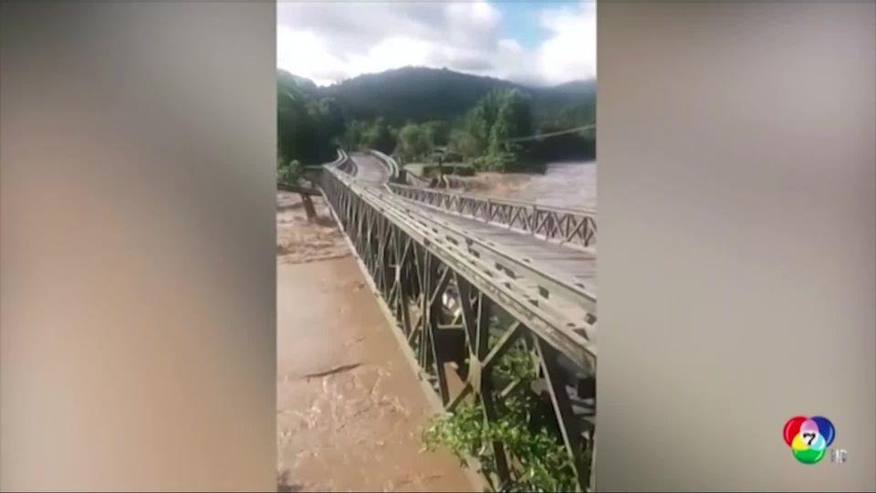 กระแสน้ำพัดสะพานพังในอินโดนีเซีย
