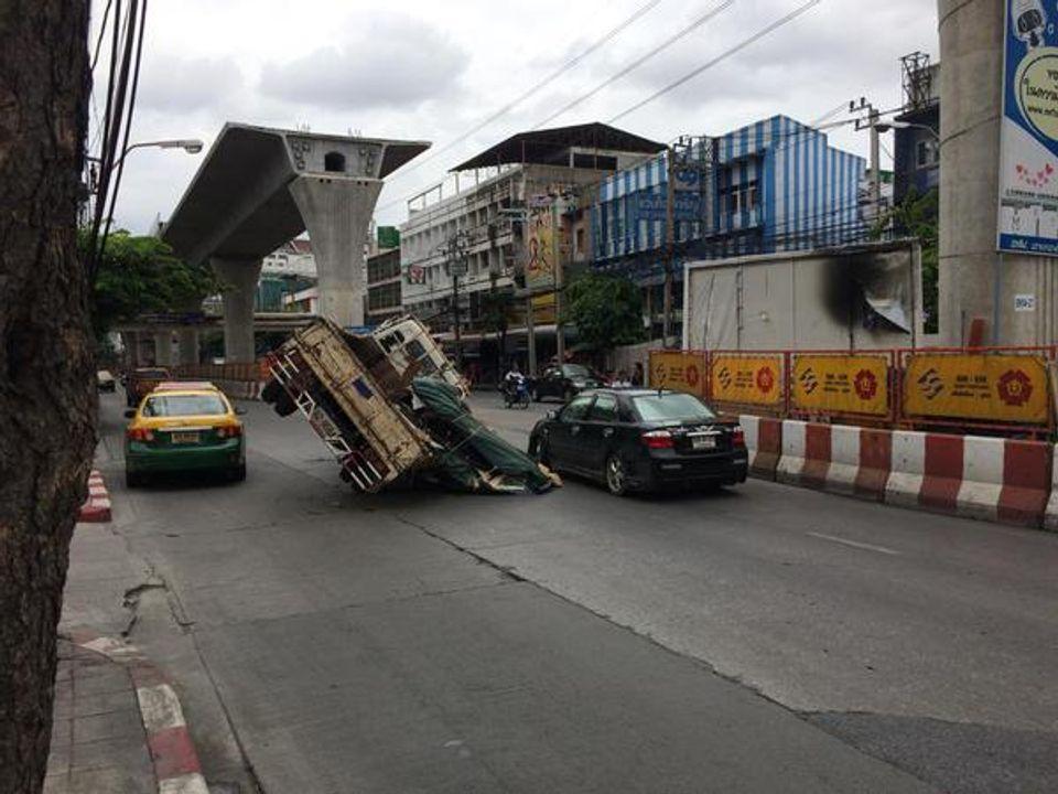 อุบัติเหตุ ปากซอยจรัญสนิทวงศ์ 55