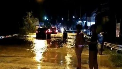จ.ระยอง ฝนตกตลอดทั้งคืน เกิดน้ำป่าไหลทะลักเข้าท่วมหลายหมู่บ้าน