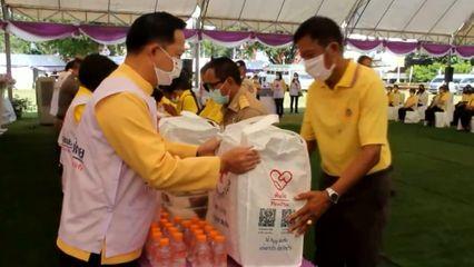 ครัวพระราชทาน อุปนายิกาผู้อำนวยการสภากาชาดไทย ประกอบอาหารปรุงสุกใหม่แจกจ่ายให้ประชาชนในพื้นที่จังหวัดเชียงราย เป็นวันที่ 4