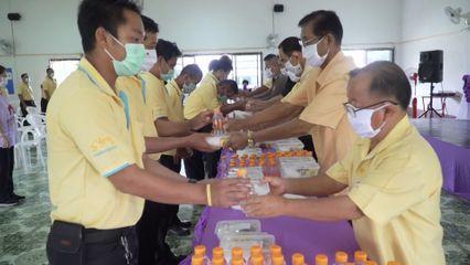 ครัวพระราชทาน อุปนายิกาผู้อำนวยการสภากาชาดไทย ประกอบอาหารแจกจ่ายให้กับประชาชนที่ได้รับผลกระทบจากสถานการณ์การแพร่ระบาดของโรคโควิด-19 ในพื้นที่จังหวัดเชียงราย เป็นวันที่ 7