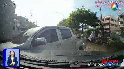 ภาพเป็นข่าว : กระบะใจร้อน! แซงปาดหน้ารถคันอื่น สุดท้ายชนอุตลุด