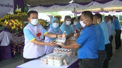 ครัวพระราชทาน อุปนายิกาผู้อำนวยการสภากาชาดไทย ประกอบอาหารแจกจ่ายให้ประชาชน จังหวัดนราธิวาส เป็นวันที่ 3