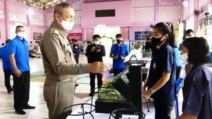 พลเรือเอก พงษ์เทพ หนูเทพ องคมนตรี ไปตรวจเยี่ยมโรงเรียนราชประชานุเคราะห์ ที่จังหวัดชุมพร