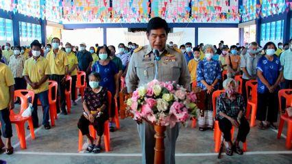 มูลนิธิอาสาเพื่อนพึ่ง ภาฯ ยามยาก สภากาชาดไทย เชิญถุงยังชีพพระราชทานไปมอบแก่ราษฎรที่ได้รับผลกระทบจากเหตุอุทกภัย ที่จังหวัดแพร่