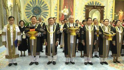 พระบาทสมเด็จพระเจ้าอยู่หัว และสมเด็จพระนางเจ้าฯ พระบรมราชินี พระราชทานพระบรมราชวโรกาสให้ คณะบุคคลเฝ้าทูลละอองธุลีพระบาท ดังนี้