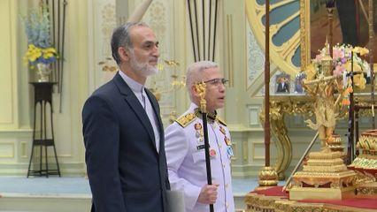 พระบาทสมเด็จพระเจ้าอยู่หัว และสมเด็จพระนางเจ้าฯ พระบรมราชินี พระราชทานพระบรมราชวโรกาสให้ เอกอัครราชทูตต่างประเทศประจำประเทศไทย เฝ้าทูลละอองธุลีพระบาท ถวายพระราชสาส์นตราตั้ง และอักษรสาส์นตราตั้ง