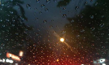 ประเทศไทยโดนฝนถล่มหลายพื้นที่ เตือนเดินเรือด้วยความระวัง