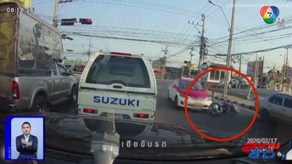 ภาพเป็นข่าว : หมวกกันน็อกช่วยชีวิต! จยย.ชนท้ายรถเก๋ง หวิดถูกรถตามหลังทับศีรษะ