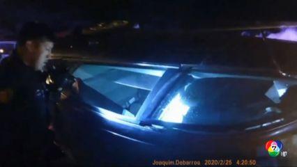 ตำรวจสหรัฐฯ ช่วยหญิงติดอยู่ในรถที่เกิดเพลิงไหม้