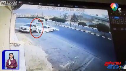 ภาพเป็นข่าว : นาทีเฉียดตาย! รถบรรทุก-กระบะชนกัน หวิดไถลชนชายชาวซาอุฯ ริมถนน