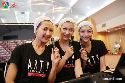 """"""" 20 สาวมั่นผู้เข้าประกวดไทยซูเปอร์โมเดล 2014 ร่วมกิจกรรมเรียนแต่งหน้ากับ ARTY """""""