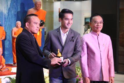 ช่อง 7 สี ส่ง อ๊อฟ-แนท รับมอบรางวัล ทูตวัฒนธรรมสงกรานต์ วิถีพุทธ วิถีไทย 2560