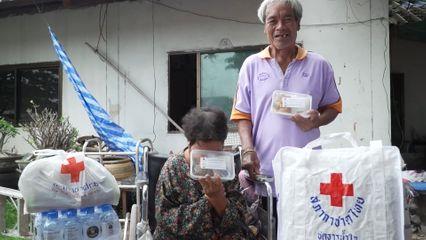 สภากาชาดไทย มอบอาหารพระราชทานแก่ประชาชนที่ได้รับผลกระทบจากการแพร่ระบาดของโรคโควิด-19 ที่จังหวัดขอนแก่น เป็นวันที่ 8