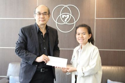 """'เกศริน จักรมณี' นักศึกษาทุนโครงการ 7 สีช่วยชาวบ้าน สานฝันการศึกษา """"ระดับอุดมศึกษา"""" เข้าสถานีฯ เพื่อขอบคุณ ก่อนเดินทางไปศึกษาต่อที่ญี่ปุ่น"""