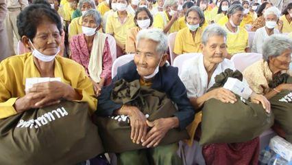 ราชวิทยาลัยจุฬาภรณ์ จัดหน่วยแพทย์พระราชทานไปให้บริการตรวจสุขภาพและรักษาพยาบาลเบื้องต้นแก่ประชาชนในพื้นที่ตำบลเมืองลีง จังหวัดสุรินทร์