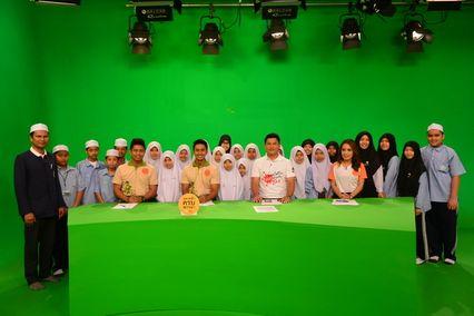รายการสนามข่าว 7 สี  เปิดสตูดิโอต้อนรับ  นักเรียนจากโรงเรียนธรรมมิสลาม ท่าอิฐ  อ.ปากเกร็ด จ.นนทบุรี