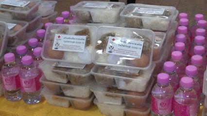 ครัวพระราชทาน อุปนายิกาผู้อำนวยการสภากาชาดไทย ประกอบอาหารแจกจ่ายประชาชนที่ได้รับผลกระทบจากการแพร่ระบาดของโรคโควิด-19 ในพื้นที่จังหวัดสระแก้ว นนทบุรี และกรุงเทพมหานคร