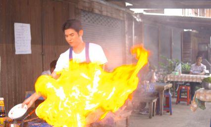 """""""พอร์ช"""" สนุกสวมมาดพ่อค้าขายอาหาร ทำกองถ่าย """"สุภาพบุรุษชาวดิน"""" ลุกเป็นไฟ!!"""