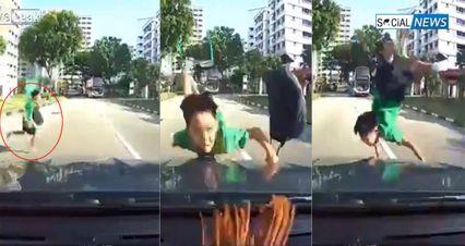 จับภาพอุทาหรณ์! เด็กวิ่งตัดหน้ารถ ถูกรถยนต์พุ่งชน ร่างลอยกระเด็นกลางถนน