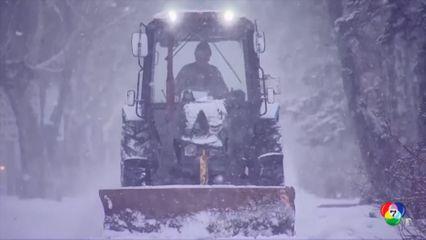 จนท.รัสเซีย เร่งเก็บกวาดหิมะที่หนักในรัสเซีย